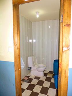 トレッキング中のロッジのトイレ